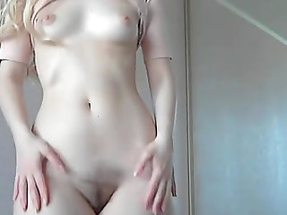 PERFECT TEEN HAS A WET RUNNIN PUSSY